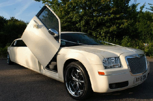 Chauffeur stretch cream Chrysler C300 Baby Bentley limousine hire with Lamborghini doors in Birmingham, Dudley, Wolverhampton, Telford, Walsall, Stafford, Worcester